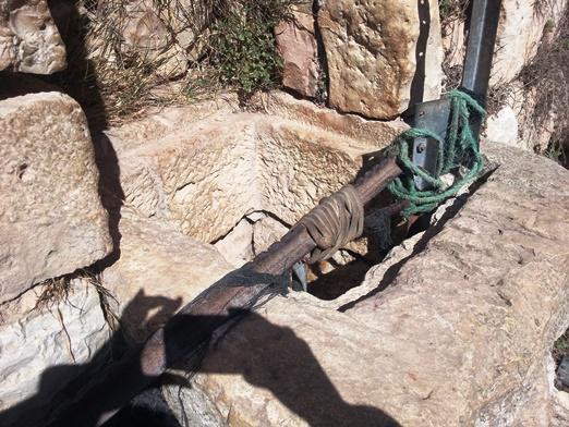 פתח הבור אל המאגר התת קרקעי. צריך לרדת 4.5 מטר