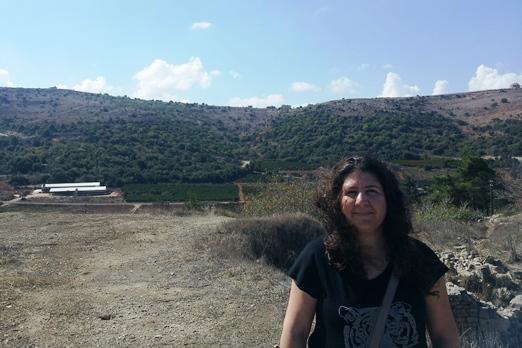מאחוריי על ההר: לבנון. המבנה למטה משמאל: ישראל