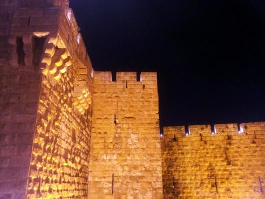 ביצורים מחושבים, מצודת מגדל דוד. לא בתמונה אבל כן מאחורי החומה: הצריח שבנו העותמנים במאה ה-17