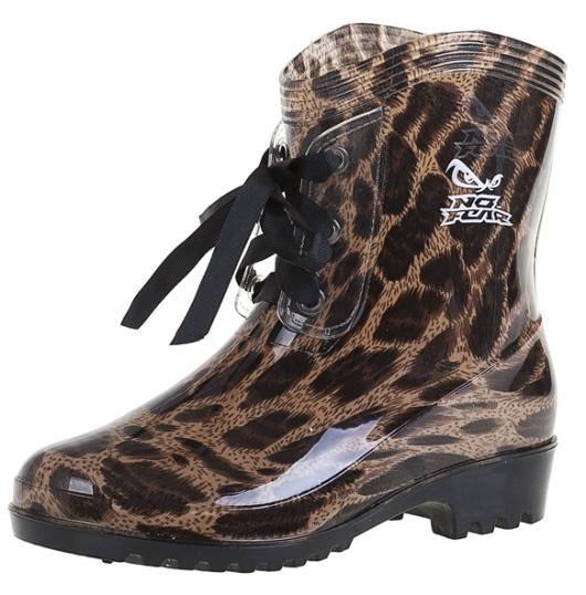 מגפיים פרחוליים של סטיילריבר לחורף 2015. מחיר: 99 שקל. צילום: נמרוד קפלוטו