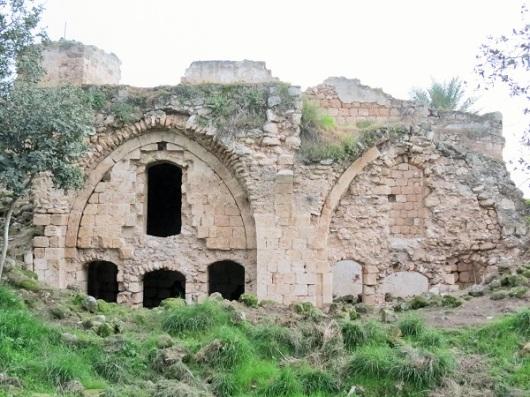 ביברס (לא נאתכו) הרס אותו לצלבנים. מבצר קקון
