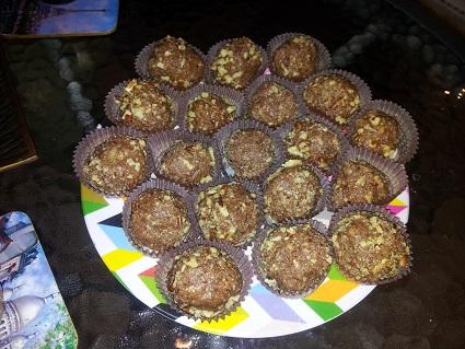 כדורי שוקולד חלבה מגולגלים בפקאנים