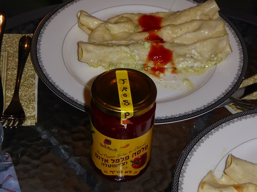 קנלוני בטוויסט, עם רוטב סלסה פלפל אדום וצ'יפוטלה