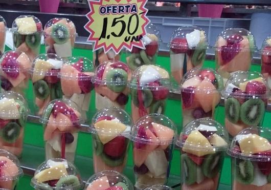 כוסות פירות חתוכים בבוקריה (יותר זול ממחנה יהודה)