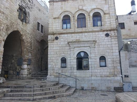 חצר קסומה ברובע היהודי
