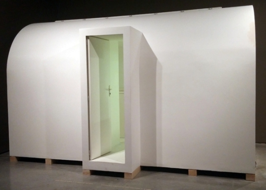 תא מס' 1 של אבשלום. מינימליזם לבן