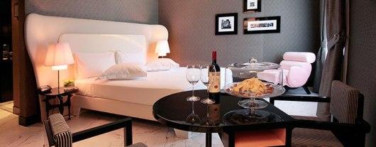 תפריט כריות זה נחמד, אבל האם יש כספת בחדר? Grand Hotel Palace Rome
