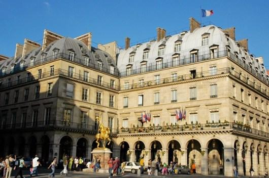 חשוב לוודא שהמלון במיקום מרכזי וקרוב לתחנת מטרו hotel Regina Paris