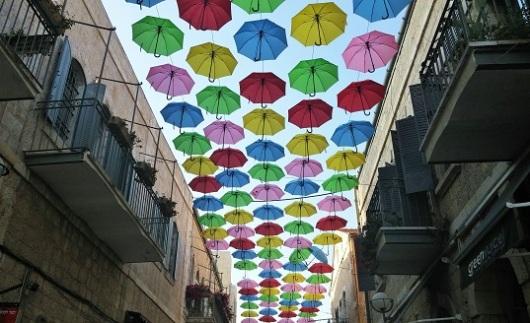 המטריות הוצבו במדרחוב כדי להוות אטרקציה שתתן קונטרה לממילא ומתחם התחנה