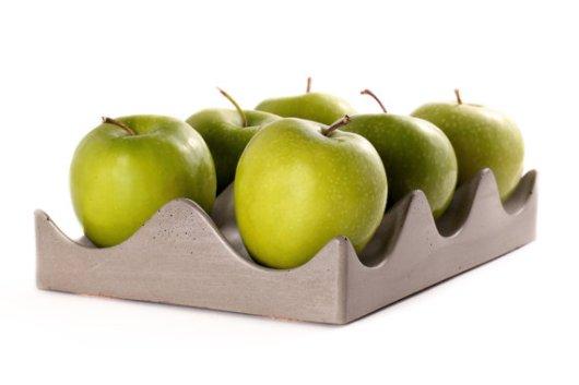 מגש מבטון לתפוחים או לתפוזים של Culinarium. 380 שקל באתר etsy