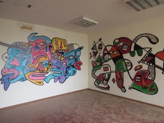 ציורי גרפיטי באחד החדרים של וילה שרובר, המתפרסת על פני 900 מ