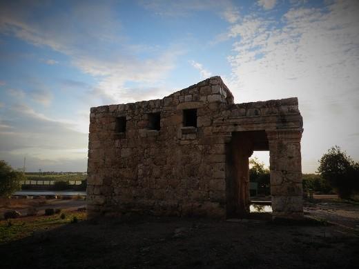 המוזיליאום במבט צד. שני חדרים שימשו לקבורה וכקולומבריום