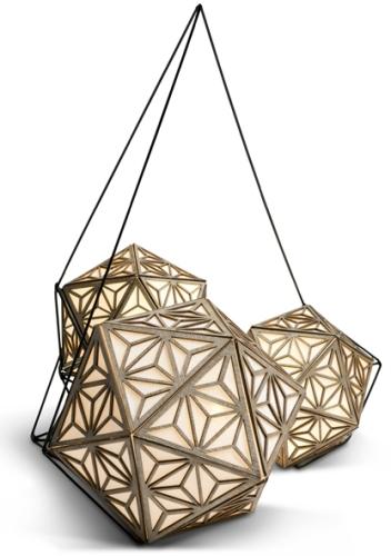 מנורות אוריגמי, שהן למעשה גוף תאורה משאריות של דמוי עור, שעובד דרך הטלפון הנייד - אפליקציה המפעילה את הנורה. יצרה: נוי צפתי (צילום: יונתן בלום)
