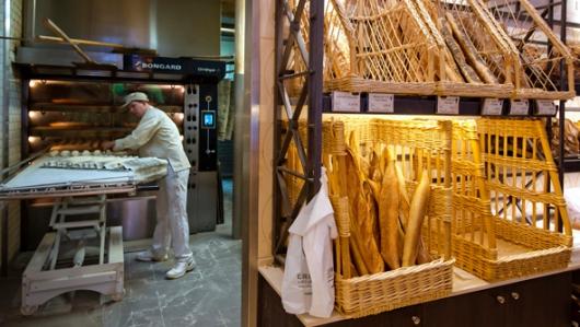 הכנה של בגט 'אמיתי' נמשכת 12 שעות לפחות, כולל שמונה שעות במקרר (Photo: Thierry Samuel)