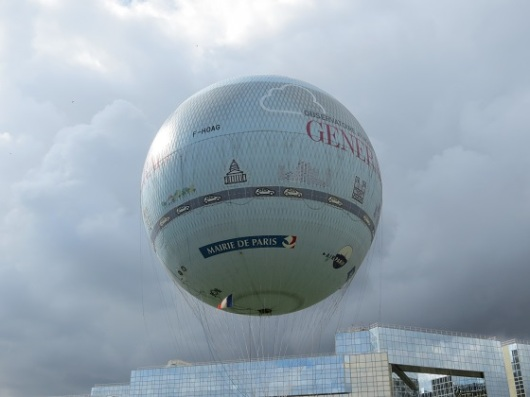 הכדור הפורח של פריז. תלוי במצב הרוח(ות)