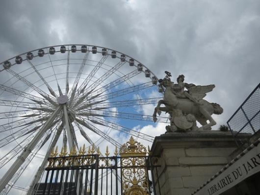 הגלגל הענק של פריז הוא באמת ענק: מתנשא לגובה 70 מטר ומכיל 48 תאים