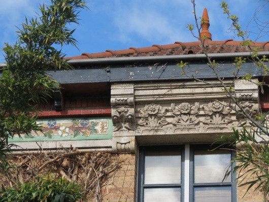 המבנה הראשון שגימאר בנה, בשנת 1891