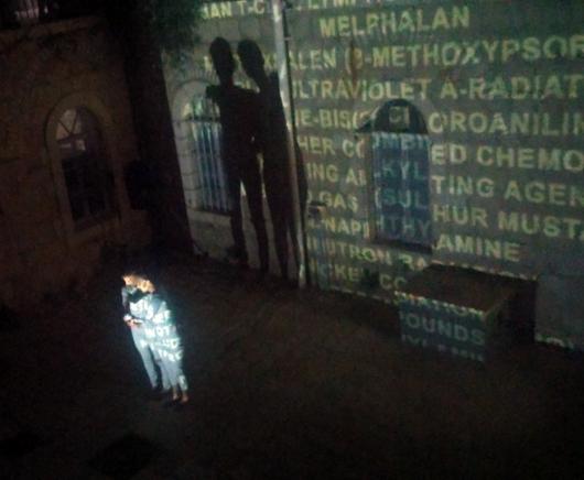 """מתוך הופעת המחול-וידיאו """"116 סיבות"""" שנוצרה בשיתוף פעולה בין ד""""ר עפרה בני לאמניות מעין ליבמן-שרון ויערה ניראל"""