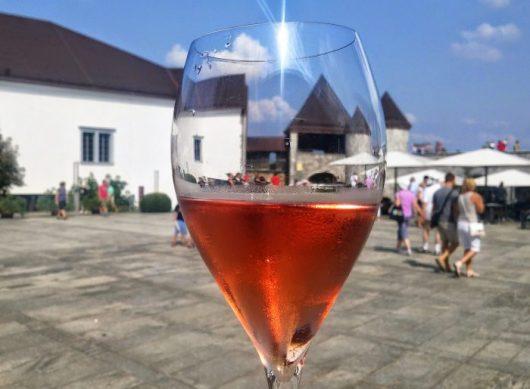 """השפית אנה רוש נחשבת מאוד-מאוד בסלובניה אבל העולם מכיר אותה קצת פחות, שלא בצדק. מסעדת """"נה גרדו"""" בטירת לובליאנה"""