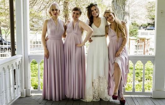 אנשים מסתכלים על הסדרה כדי לדעת כיצד להתלבש. בתור התחלה, מעצבי-על הם כמעט מחוץ לתחום /// בצילום: סצנת החתונה שפותחת את העונה החמישית