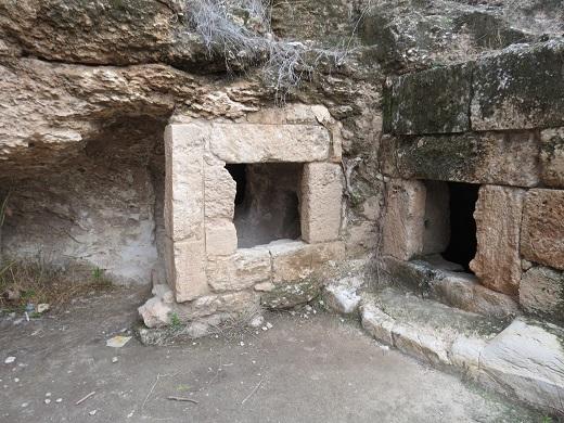 מערת קבורה מימי בית שני, בסמוך לכביש 443