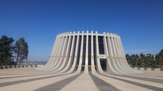 חצי מבט להרי דרום ירושלים, חצי מבט לאנדרטה המרשימה מ-1966