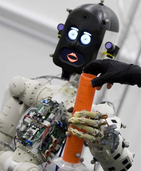 """""""רציתי להגיד לו 'לא', אבל הרגשתי נורא"""". הרובוט BERT"""