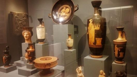 """מסע מרתק בזמן. מתוך התערוכה """"אלים, גיבורים ובני תמותה ביוון העתיקה"""", מוזיאון ארצות המקרא בירושלים"""