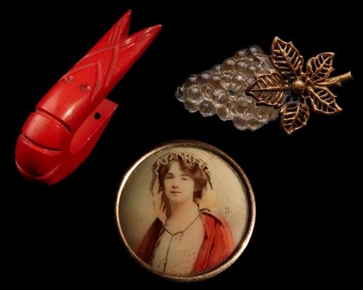 """אלפי פריטים הגיעו מאספני כפתורים פרטיים - האם יש גיל שבו אספנות מאבדת מהחינניות שלה? כפתורים מתוך התערוכה """"להזהיב את החבצלת"""""""